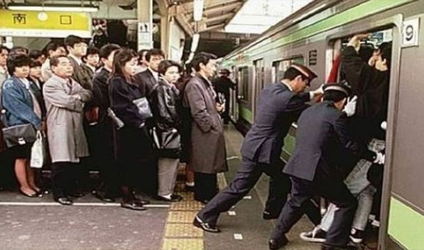 通勤ラッシュ